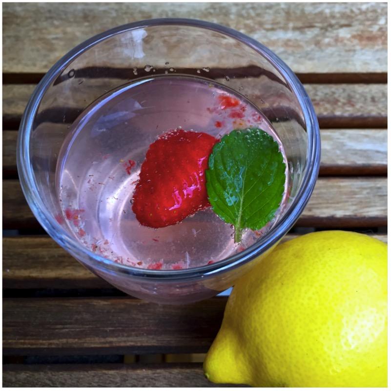 Infused Water - Zitrone, Erdbeere & Minze
