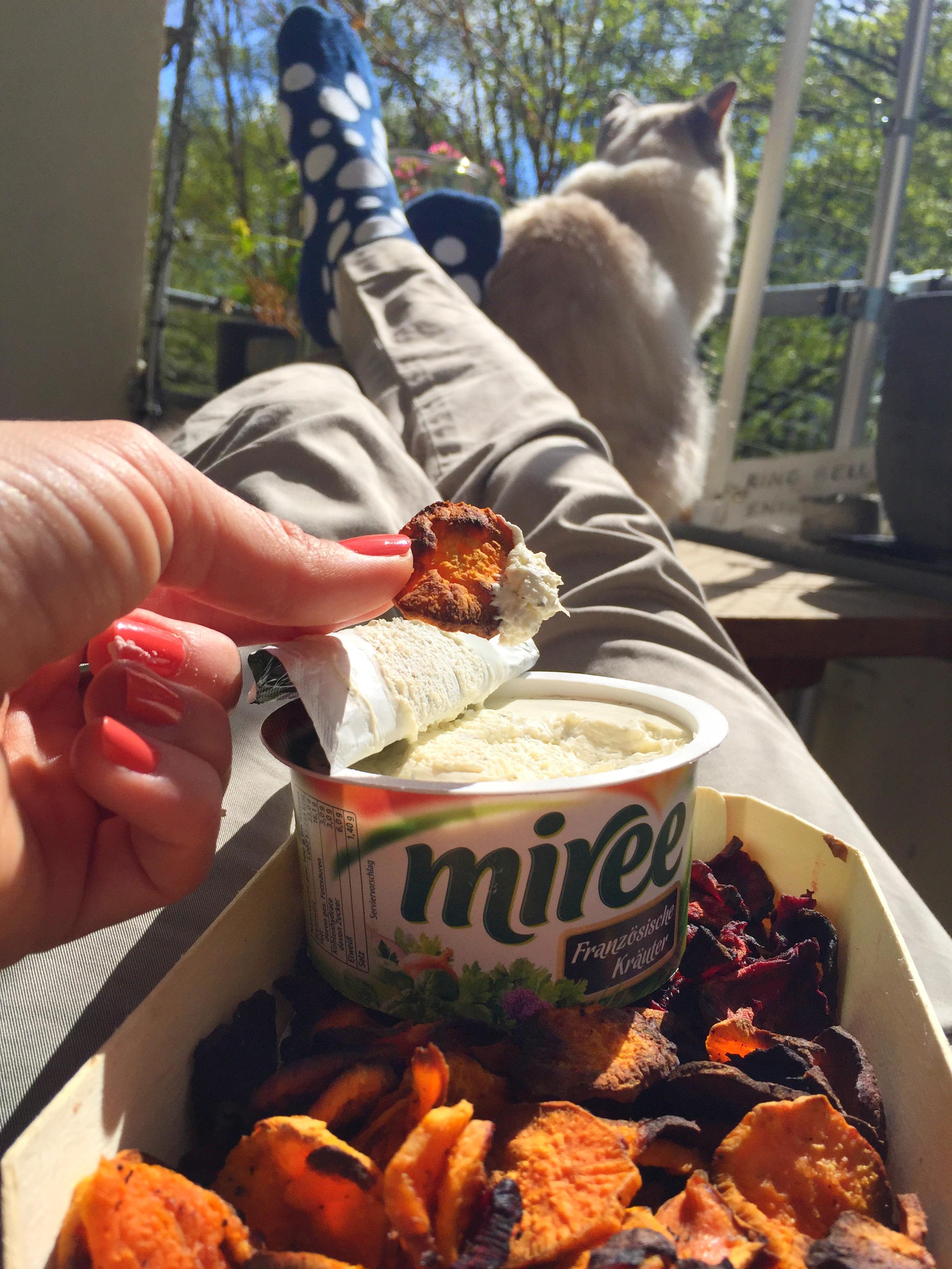Selbstgemachte Gemüsechips mit Dip by eat blog love