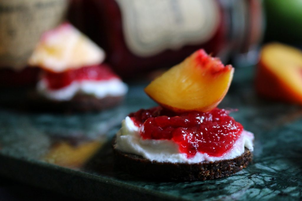 Mango-Pfirsich-Beeren Marmelade by eat blog love