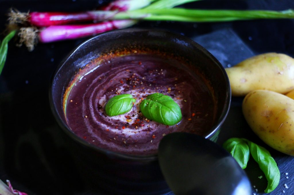 Purple Vegetable Soup - Violette Gemüsesuppe by eat blog love