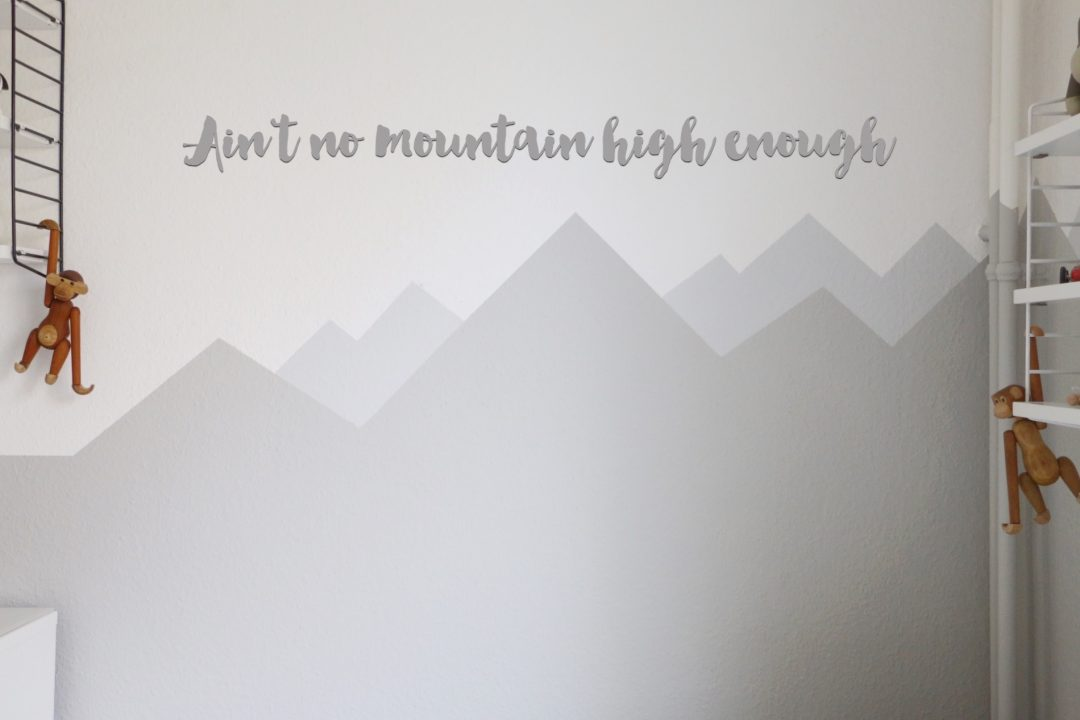 mountain nursery wallpaint wandgestaltung im babyzimmer eat blog love. Black Bedroom Furniture Sets. Home Design Ideas