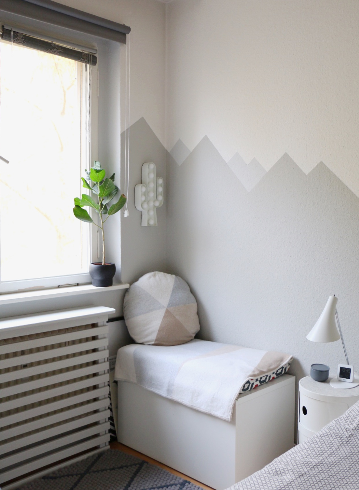Mountain nursery wallpaint wandgestaltung im babyzimmer eat blog love - Ideen wandgestaltung kinderzimmer ...