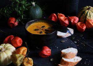 Pumpkin Soup - cremige Kürbissuppe mit Kokos und Ingwer by eat blog love