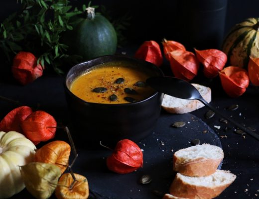 Pumpkin Soup - cremige Kürbissuppe mit Kokos und Ingwer by eat blog love