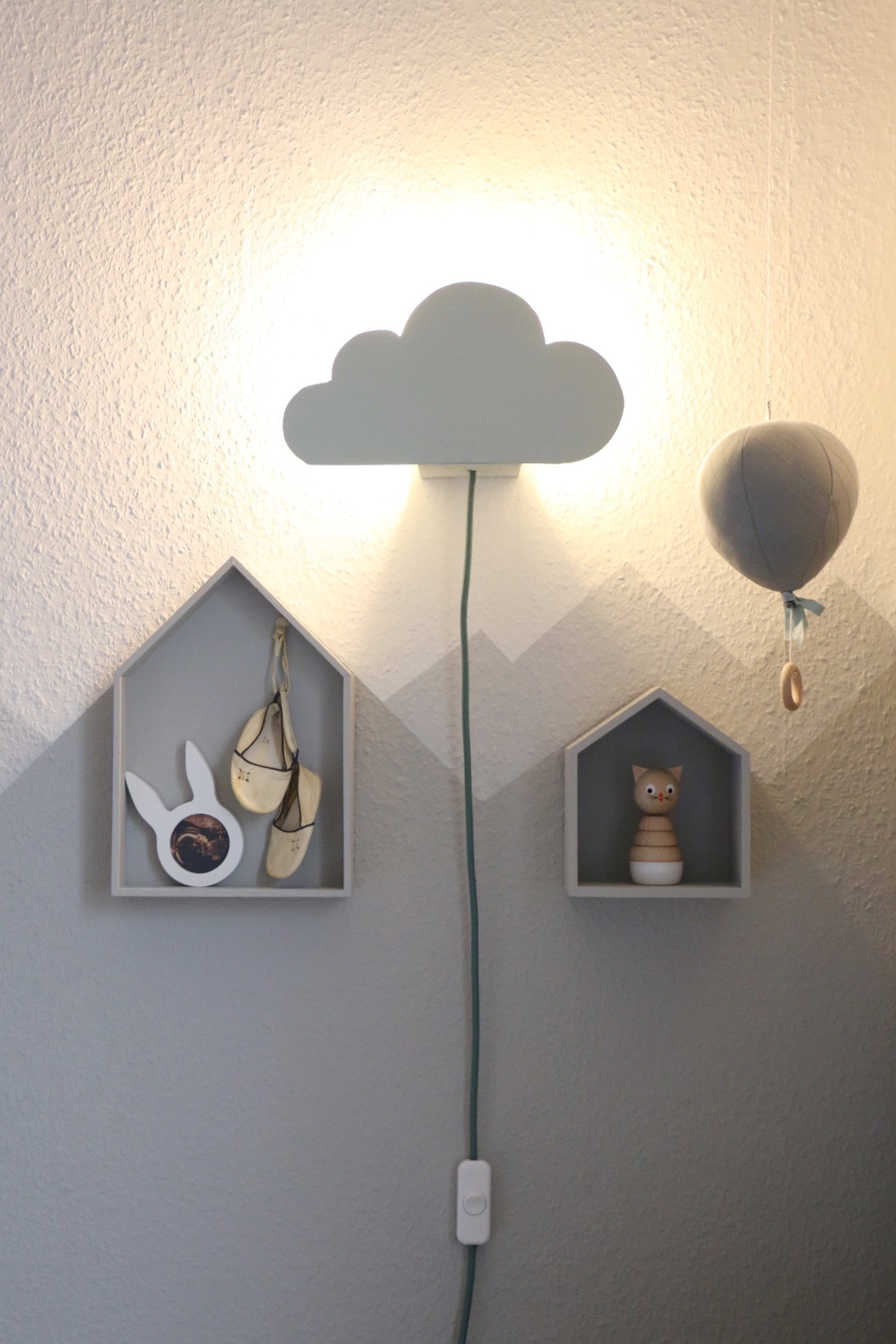 diy cloud lamp wolkenleuchte f r die wickelecke eat blog love. Black Bedroom Furniture Sets. Home Design Ideas