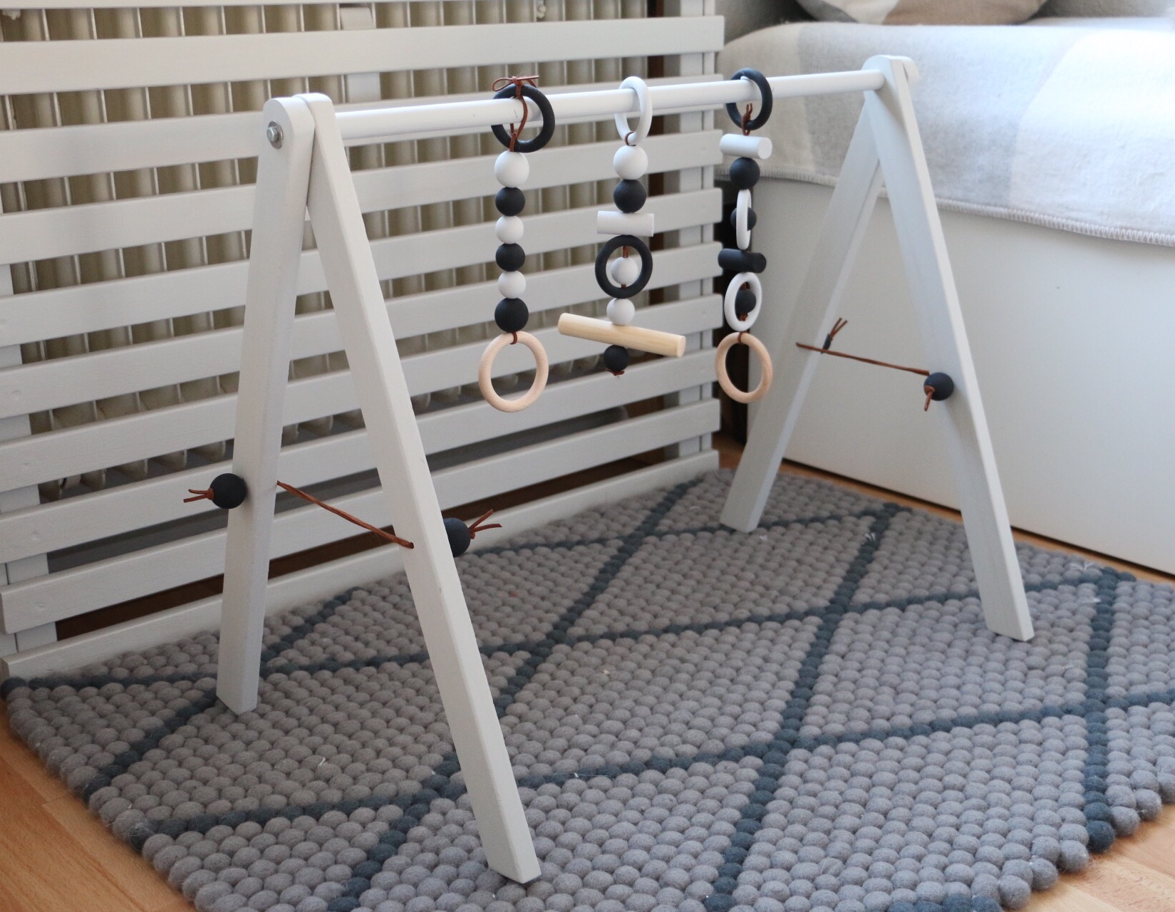 diy wooden baby gym babygym aus holz im skandinavischen. Black Bedroom Furniture Sets. Home Design Ideas