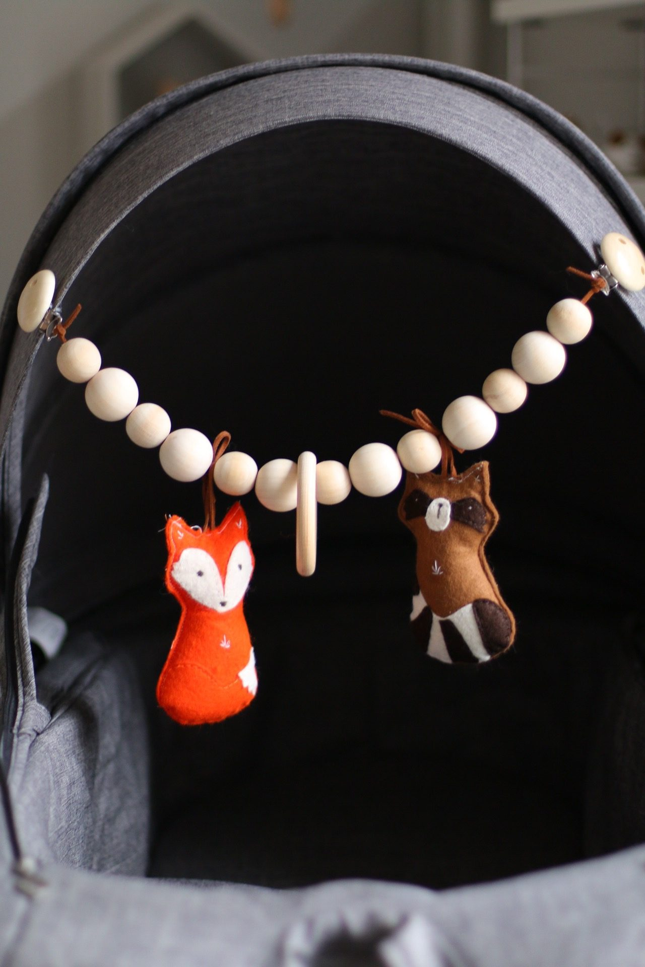 DIY - selbst gemachte Baby Kinderwagenkette by eat blog love