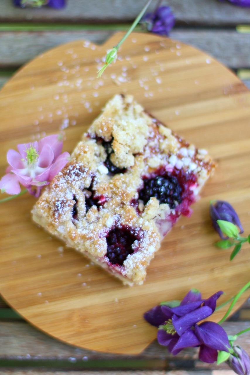 Brombeerstreuselkuchen mit Quark-Öl-Teig vom Blech by eat blog love