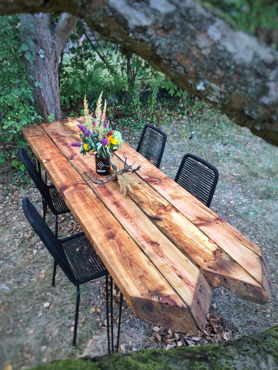 diy - gartentisch aus alten holzbohlen selber bauen | eat blog love