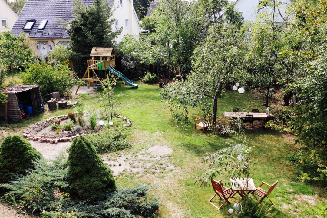 Garden Makeover: Vorher-Nachher unseres Gartens #1 - Spielhaus & Spielwiese by eat blog love