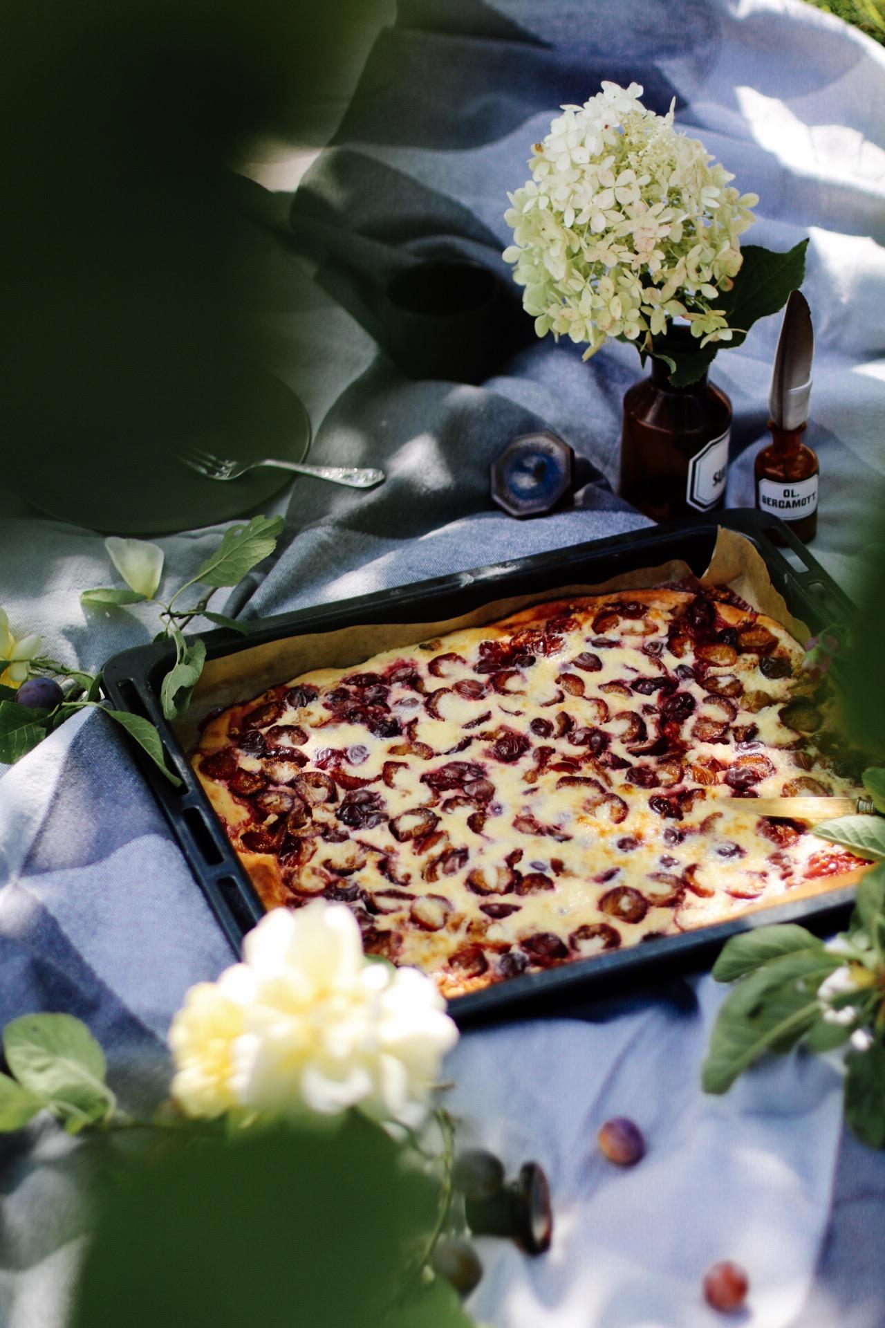 Italienischer Reineclauden Blechkuchen aka Pflaumenkuchen mit Amarettini by eat blog love