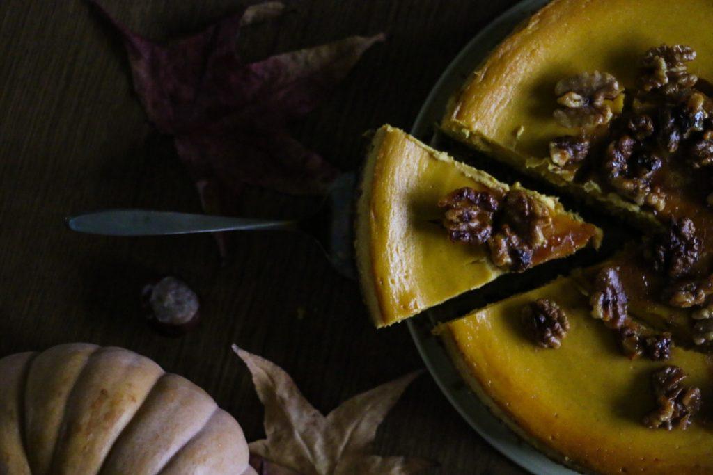 Kürbis Cheesecake mit nussigem Keksboden by Sarah Piede from eatbloglove.de