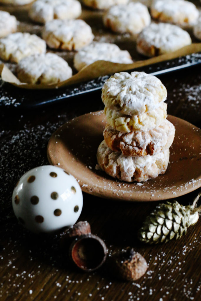 Kokos-Vanille-Plätzchen im Puderzuckermantel by eatbloglove.de
